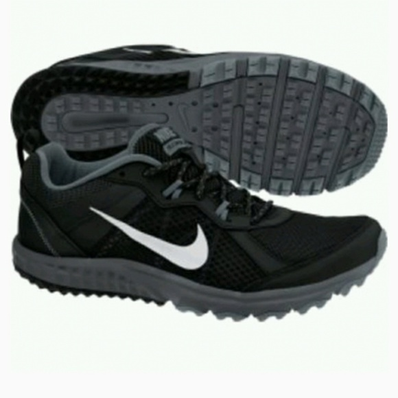 6f346a5b506 NIB NIKE Wild Trail Running Sneakers in Black